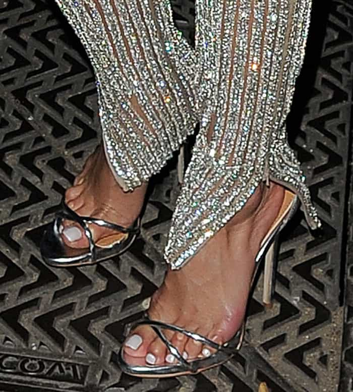 Nicole Scherzinger's busted toes and popcorn feet
