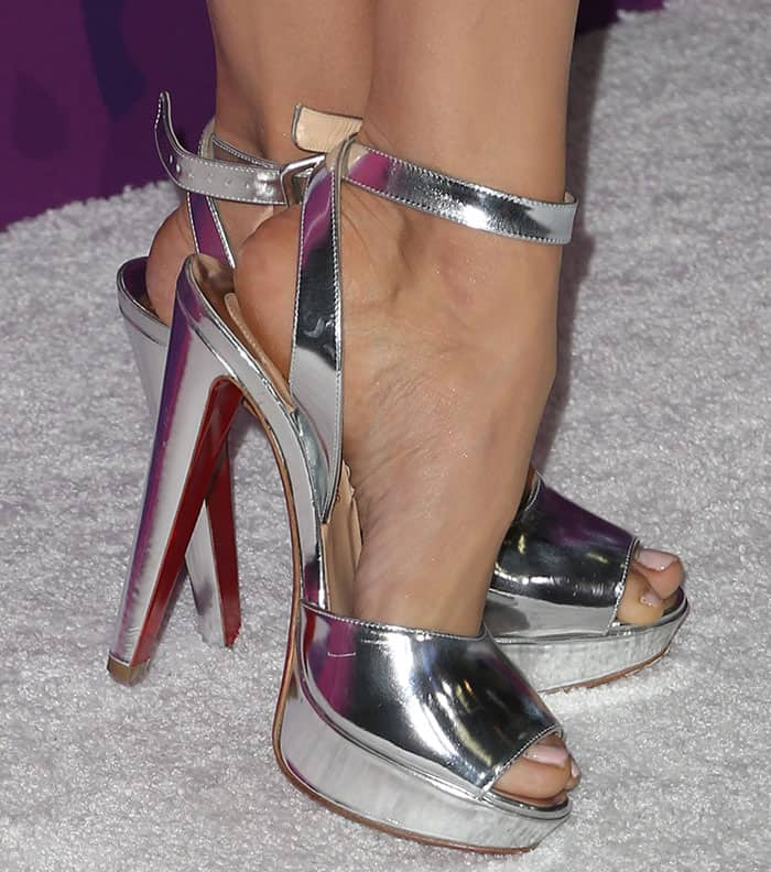 nina-dobrev-christian-louboutin-louloudance-metallic-sandals