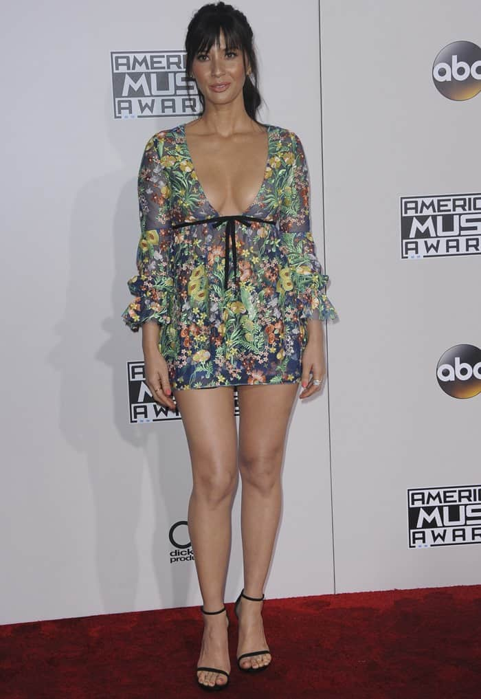 Olivia Munn Flaunts Cleavage And Legs In Unflattering
