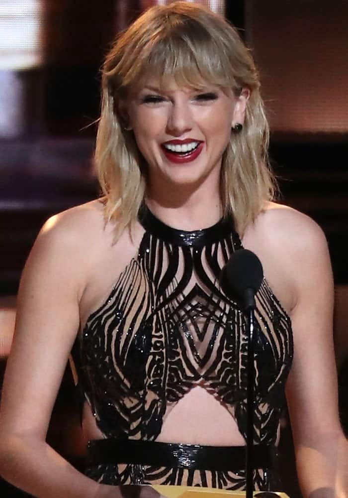 Taylor Swift at the 50th annual CMA Awards held at The Bridgestone Arena in Nashville on November 2, 2016