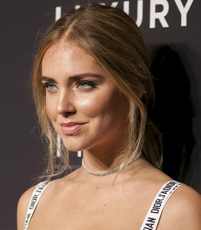 chiara-ferragni-loose-ponytail-makeup
