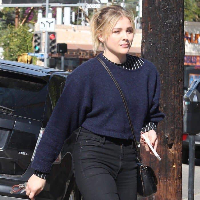 Chloë Grace Moretz arriving at a salon