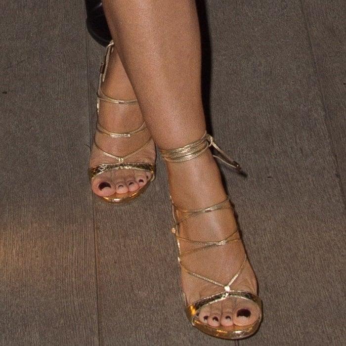 """Elizabeth gets on the DSquared """"RiRi"""" sandals bandwagon"""