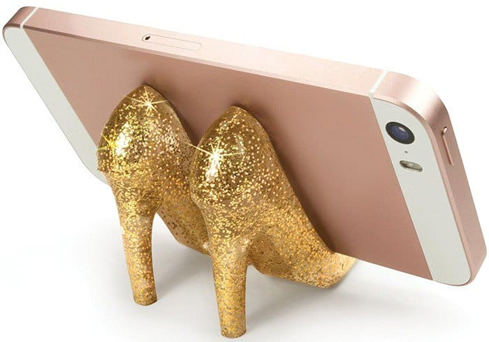 fred-friends-pumped-up-gold-high-heel-phone-stand