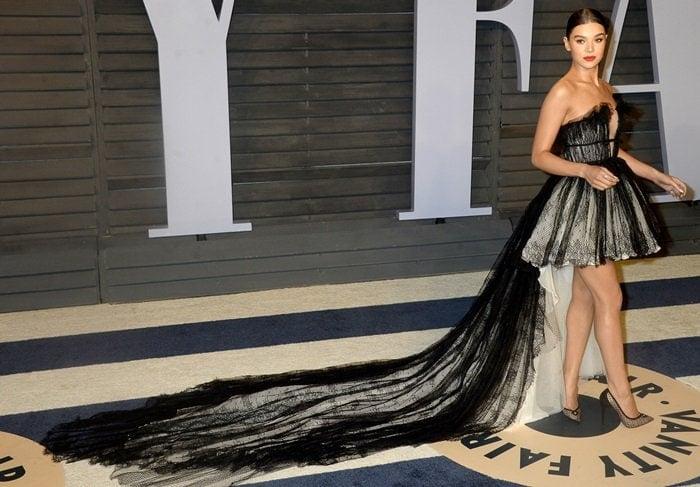 Hailee Steinfeld wearingGiambattista Valli atthe 2018 Vanity Fair Oscar Party