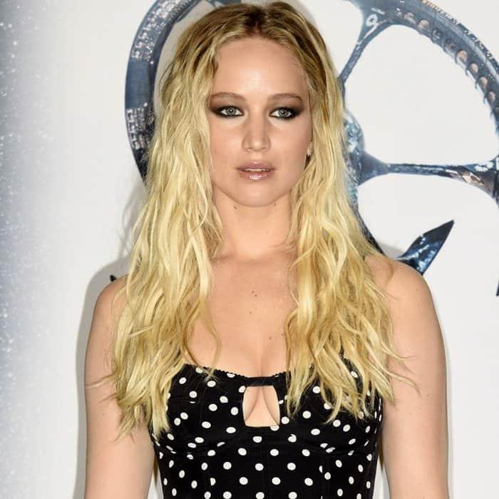Jennifer Lawrence'spolka dot print cut-out crop top