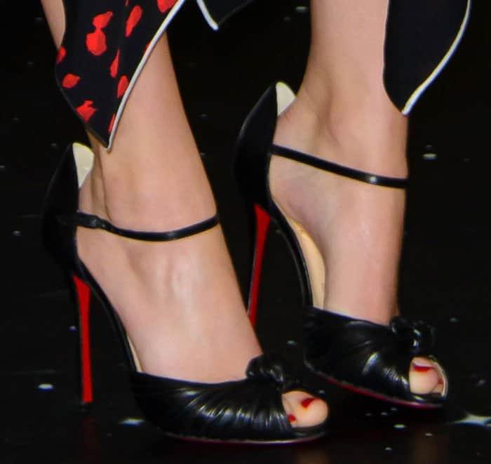 jennifer-lawrence-christian-louboutin-marchavekel-leather-sandals