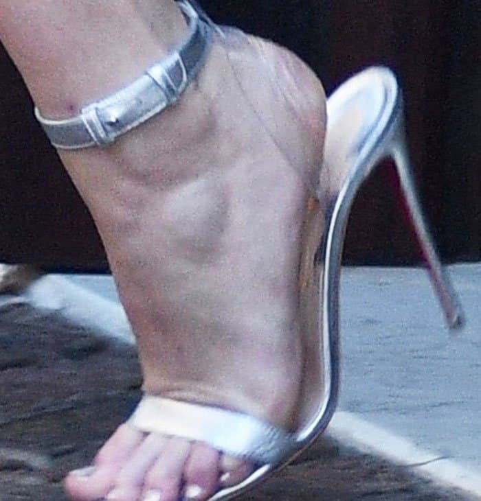 """Jennifer steps out in the cold in a pair of Christian Louboutin """"Jonatina"""" sandals"""