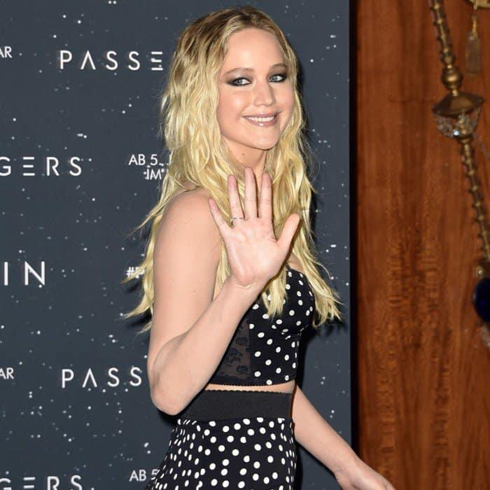 Jennifer Lawrence'shigh waist skirt from Dolce & Gabbana
