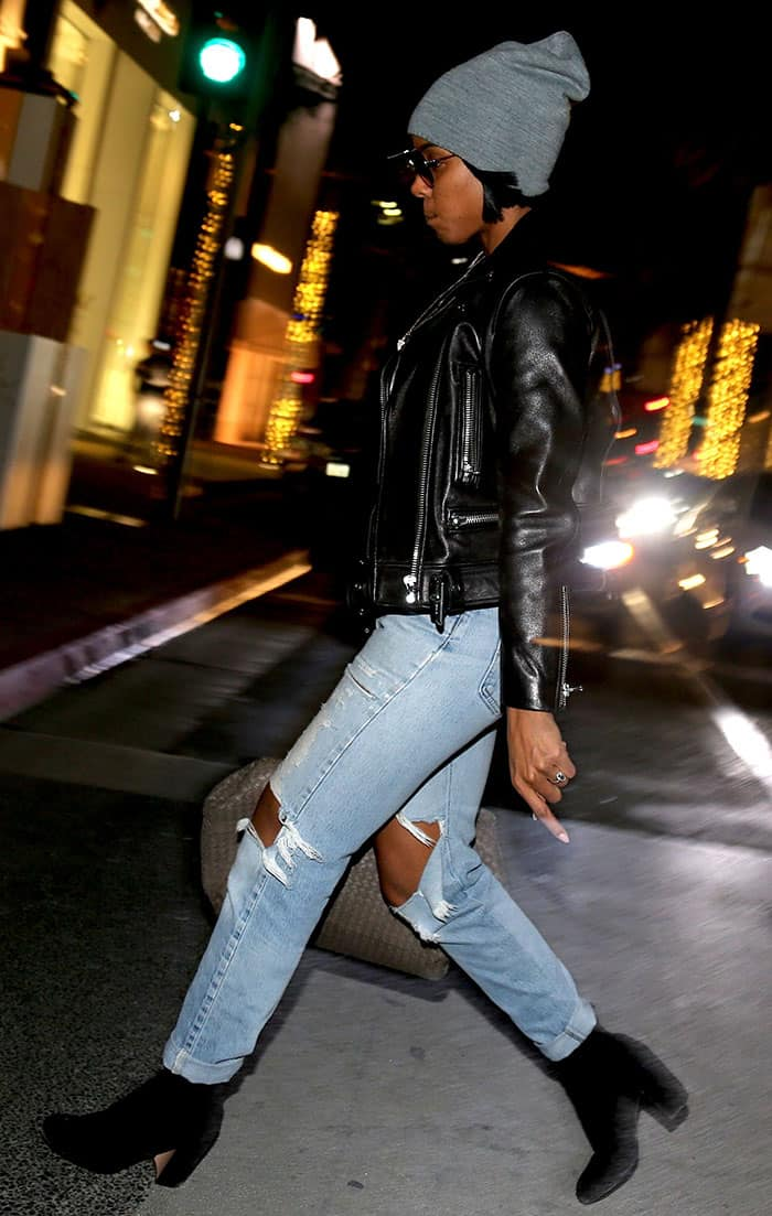 kelly-rowland-leather-jacket-distressed-jeans