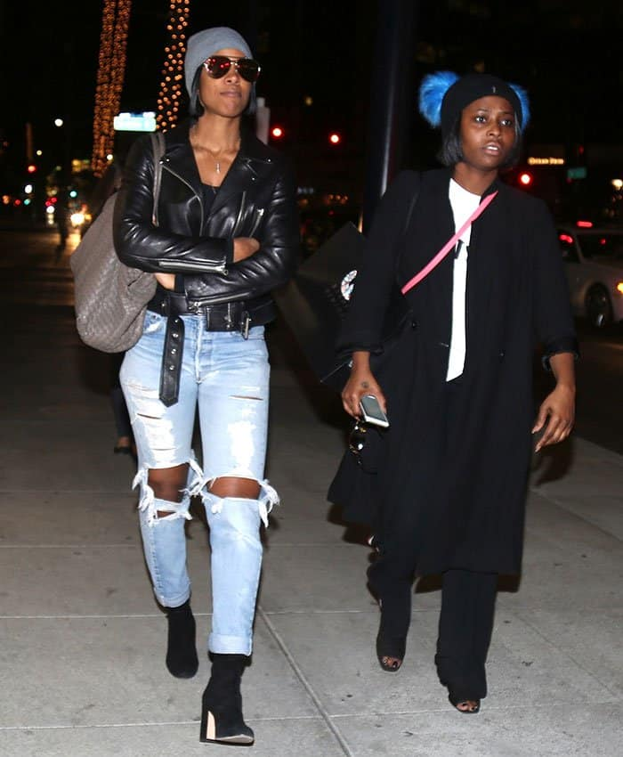 kelly-rowland-shopping-with-a-friend