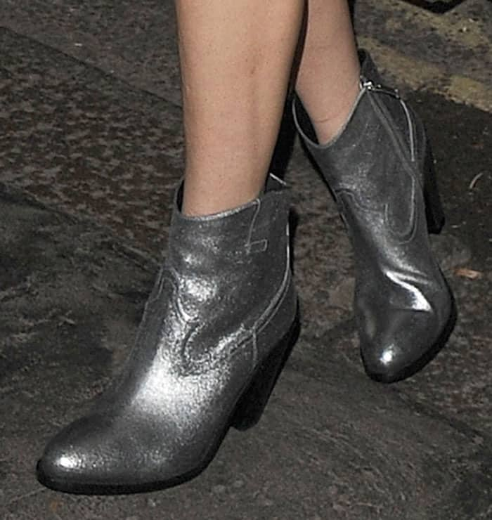 lady-gaga-saint-laurent-curtis-silver-metallic-boots-1