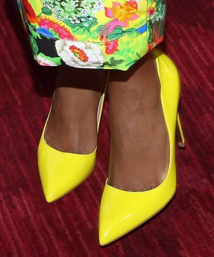 naomie-harris-rupert-sanderson-yellow-pumps