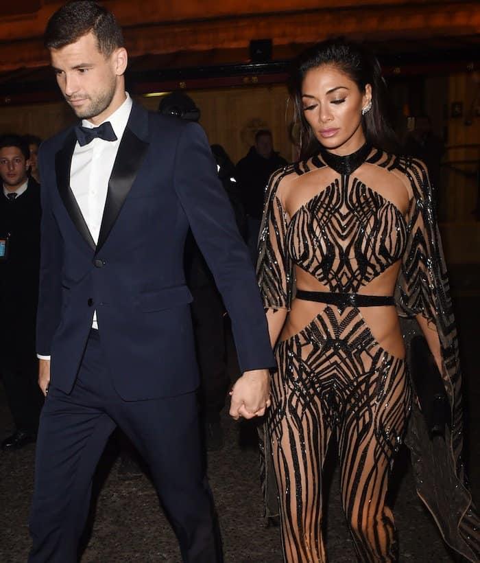 Nicole and boyfriend Grigor Dimitrov walk hand-in-hand towards Royal Albert Hall for The Fashion Awards 2016