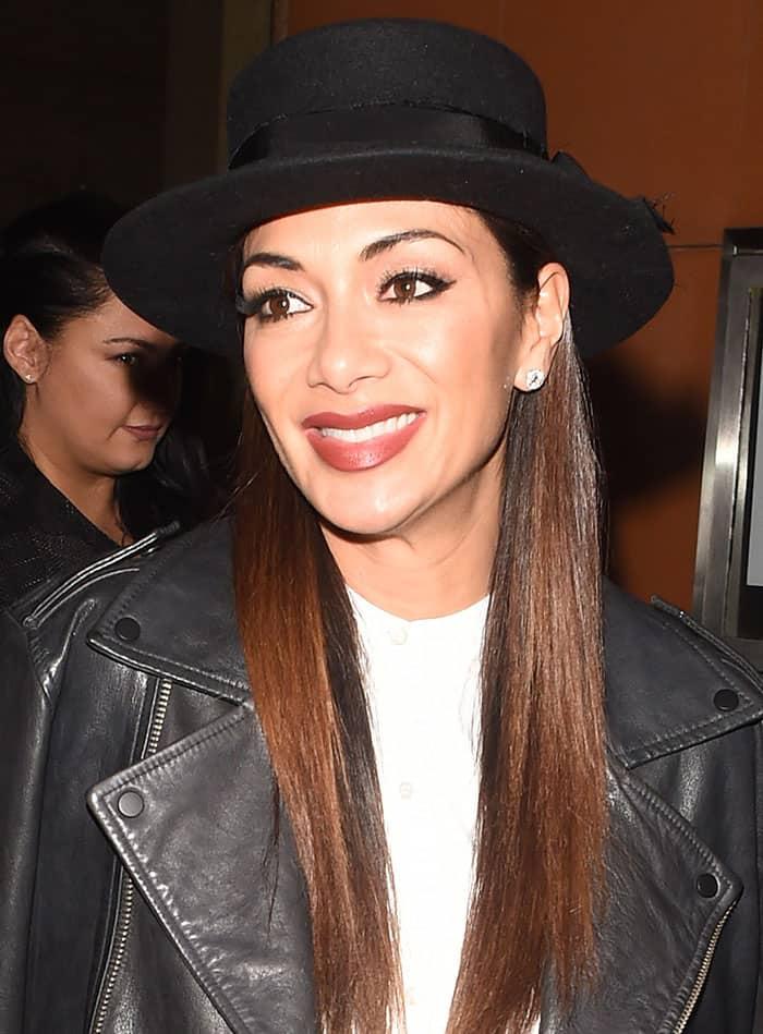 nicole-scherzinger-red-lipstick-black-hat