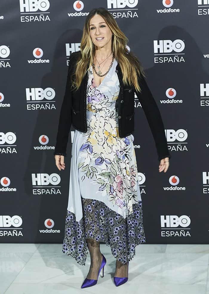 sarah-jessica-parker-low-cut-v-neck-floral-dress