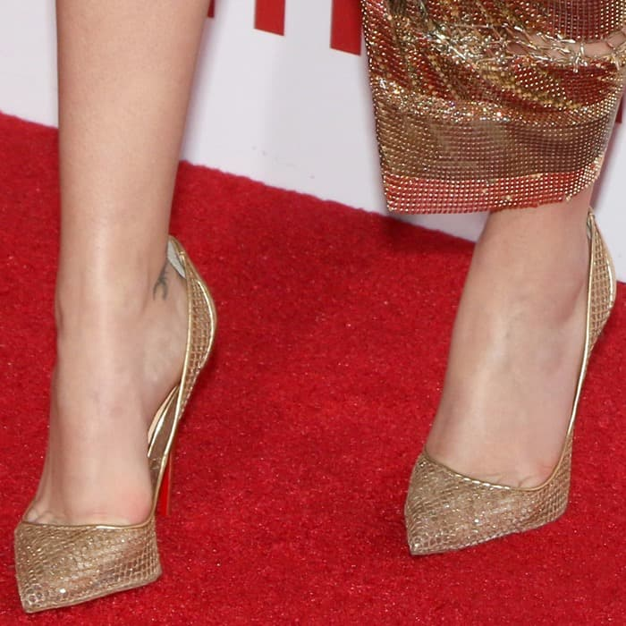 Zoey selected the Christian Louboutin 'Follies' pumps in gold to complete her head-to-toe gilded look