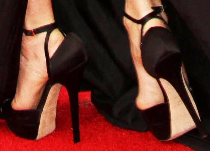 Amy Adams turned to her favorite Jimmy Choo Pearl sandals for the SAGs red carpet