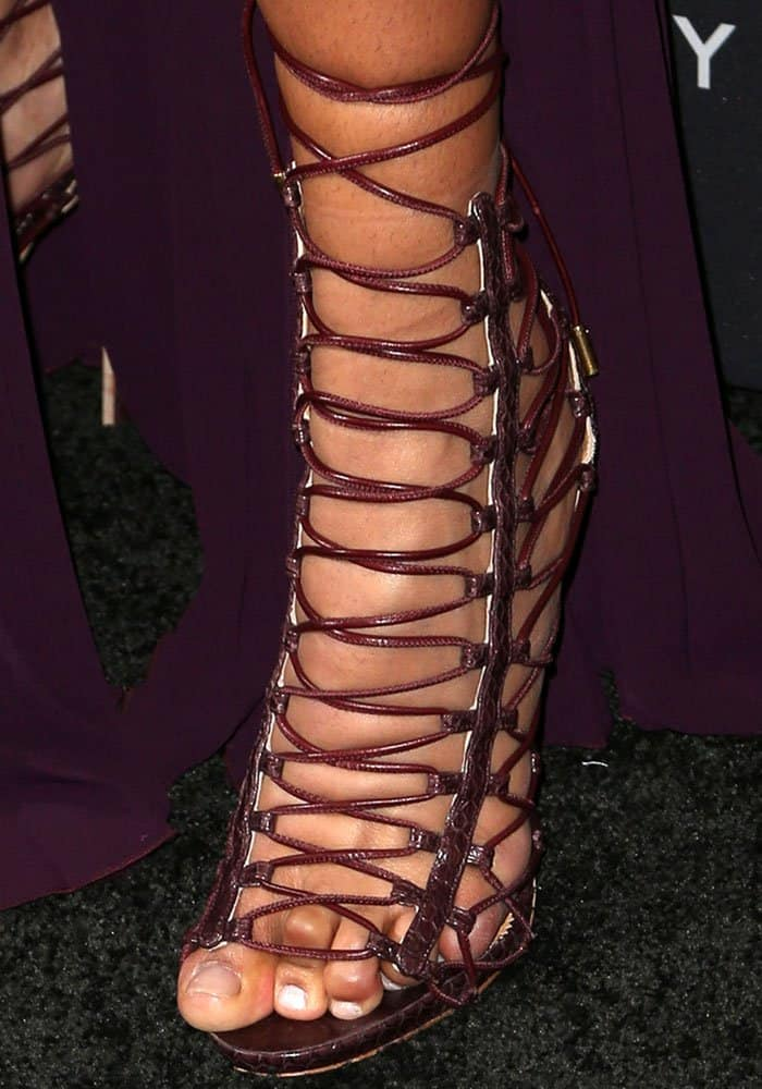 Chanel Iman's crunchy dry toes with chipped ass polish look like they're behind bars