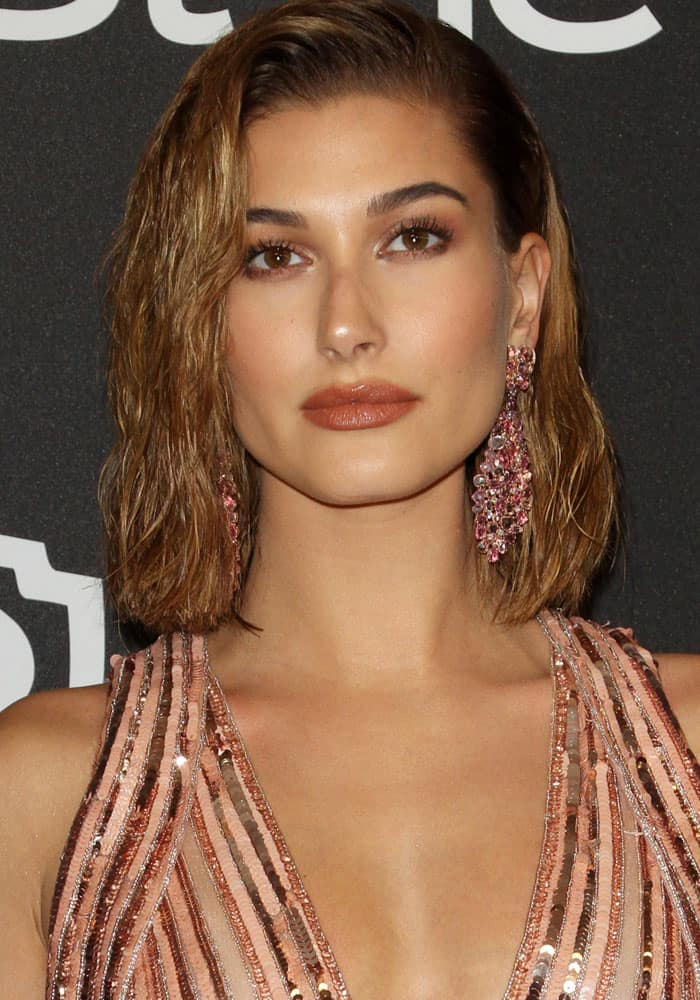 Hailey Baldwin copied Kim Kardashian's wet hair look at the InStyle and Warner Bros. Pictures 2017 Golden Globes after-party