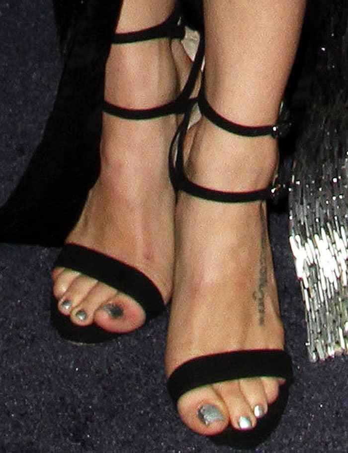 Jenna Dewan-Tatum showed off her feet in Neil J. Rodgers Brooke sandals