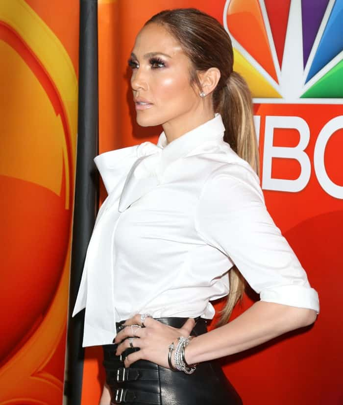 Jennifer Lopez In Tiny Skirt And Christian Louboutin Baila Pumps