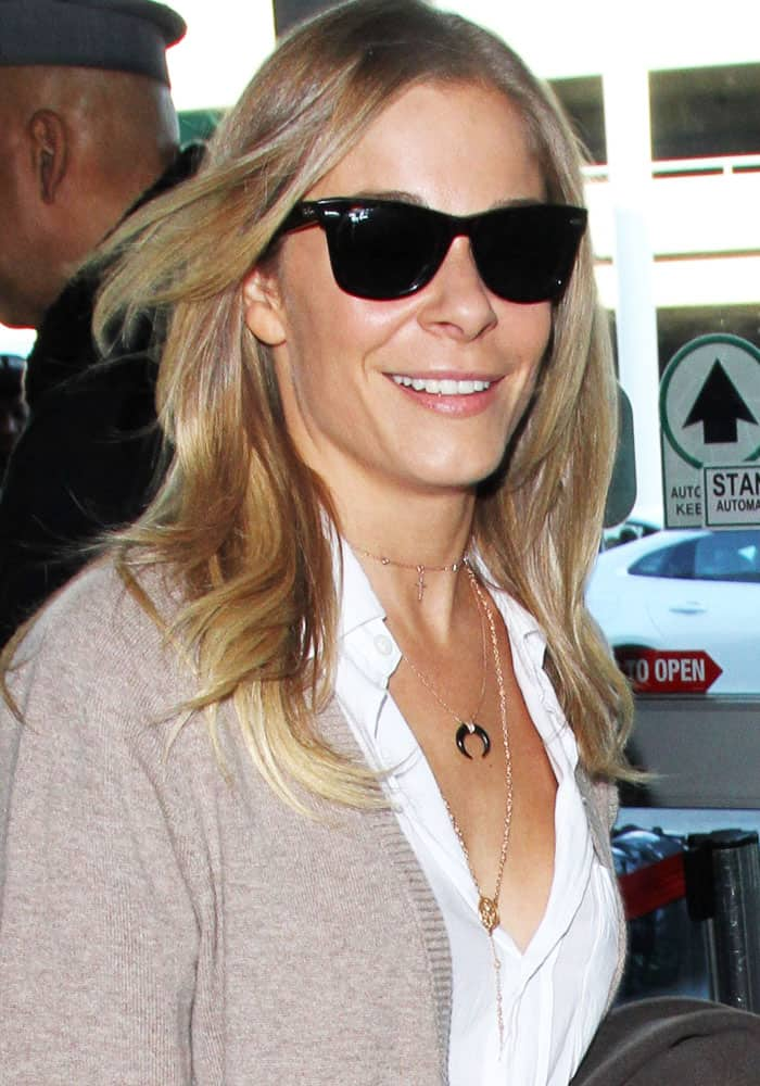 LeAnn Rimes at the Los Angeles International Airport on December 28, 2016
