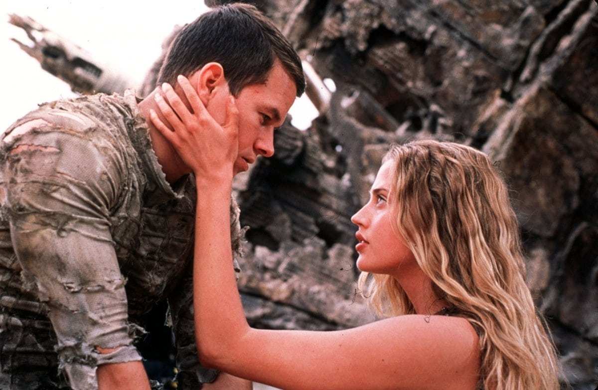 Mark Wahlberg as Captain Leo Davidson and Estella Warren as Daena in the 2001 American science fiction film Planet of the Apes