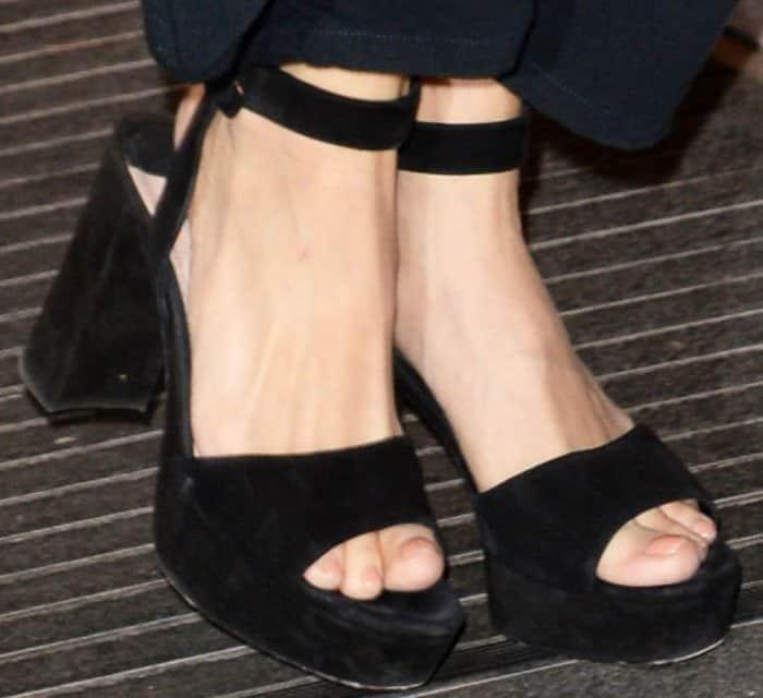 Sienna Miller shows off her feet in Miu Miu platform sandals