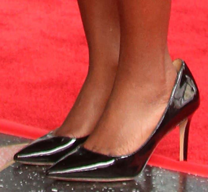 Viola Davis shows off her feet in Via Spiga pumps