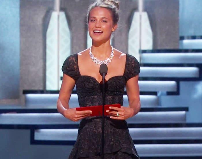 Alicia returns to the Oscars to present the Best Supporting Actor award