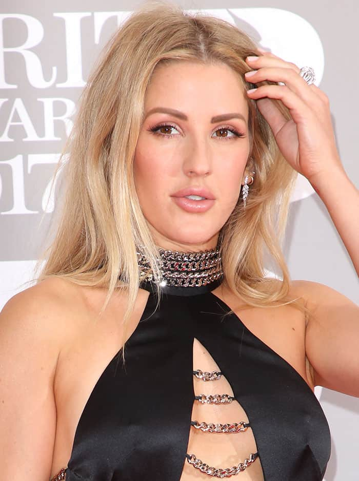 Ellie Goulding opted to sport minimal makeup while keeping her blonde tresses down in a relaxed tousled style
