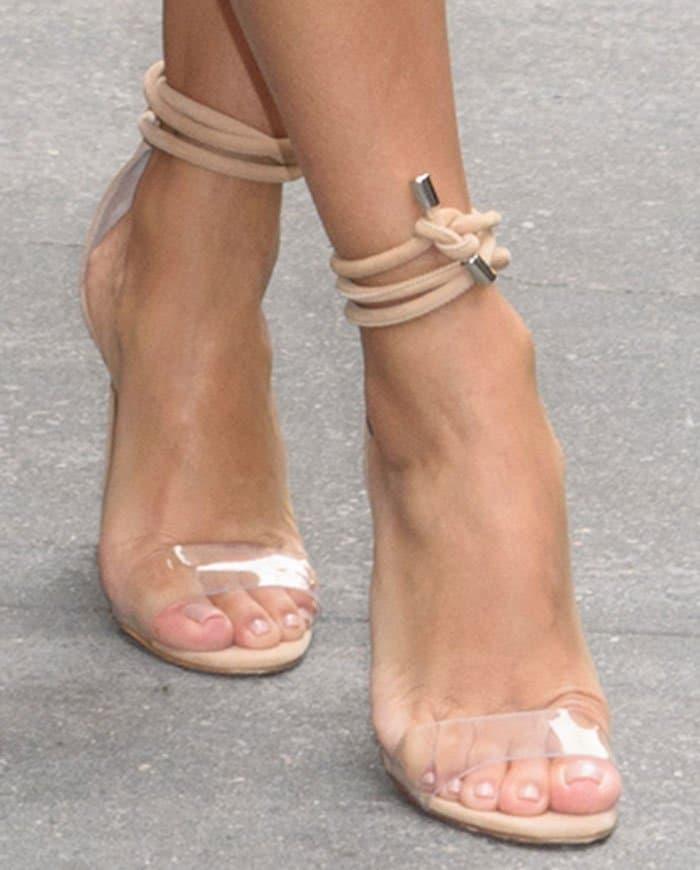 """Eva Longoria's feet in Manolo Blahnik """"Estro"""" sandals"""