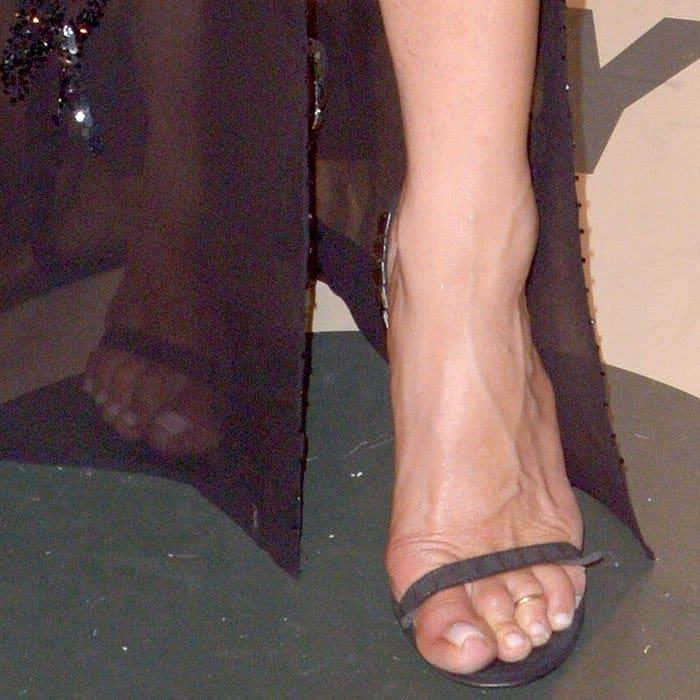 Jennifer Aniston sports a sexy toe ring