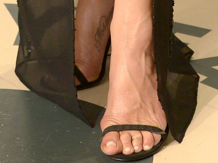 Jennifer Aniston showing off her feet in Gucci Mallory sandals