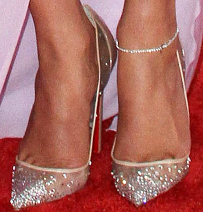 """J.Lo glitters on the red carpet in a pair of Christian Louboutin """"Follies Strass"""" pumps"""