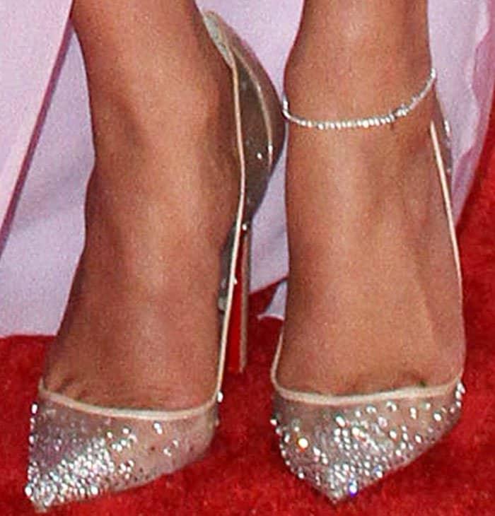 premium selection 67c9a 914d3 Jennifer Lopez at Grammys in Christian Louboutin 'Follies ...