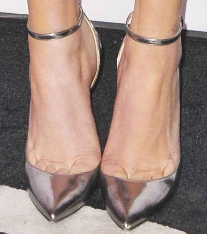 0d601108b48 Peyton goes on an icy streak with a pair of silver metallic Jimmy Choo Lucy  pumps