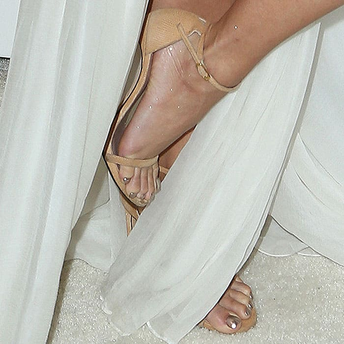Vanessa Hudgens displays her pretty toes in Nudist sandals