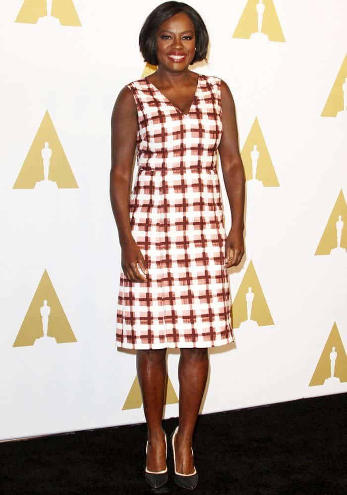Viola Davis flaunts her legs in a yawn-worthy dress by Bottega Veneta