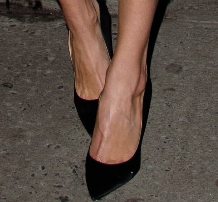 Allison Williams wearing Mariela Montiel black pumps at 'The Late Show with Stephen Colbert'