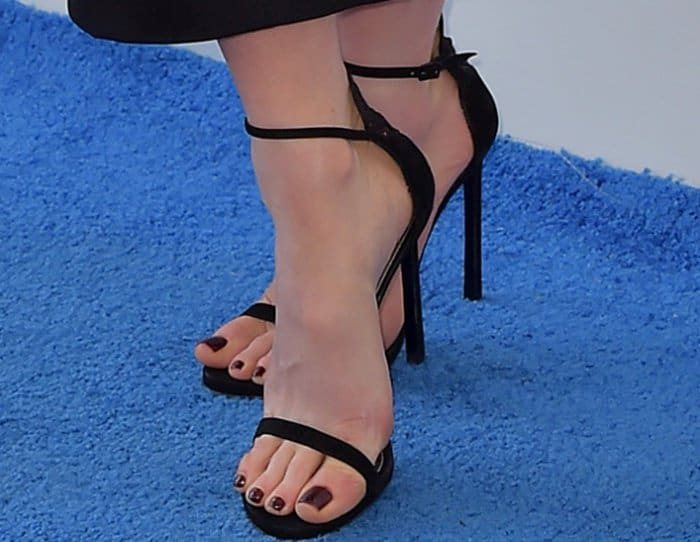Kate Beckinsale wearing Stuart Weitzman ankle-strap heels at the 2017 Film Independent Spirit Awards