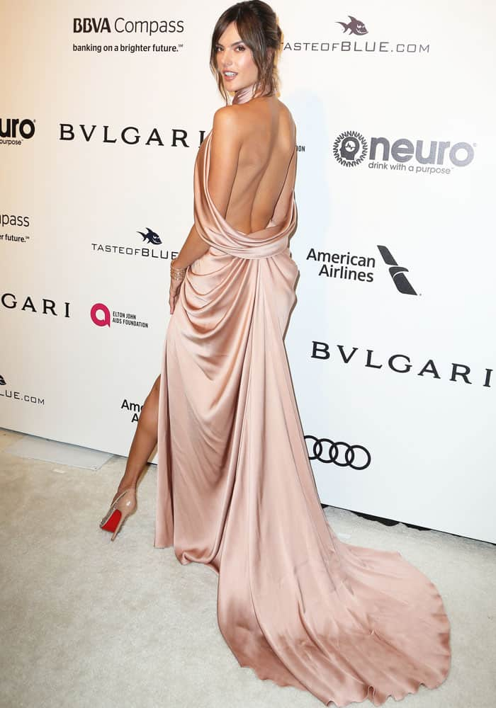 The model poses at the Elton John Oscars viewing party