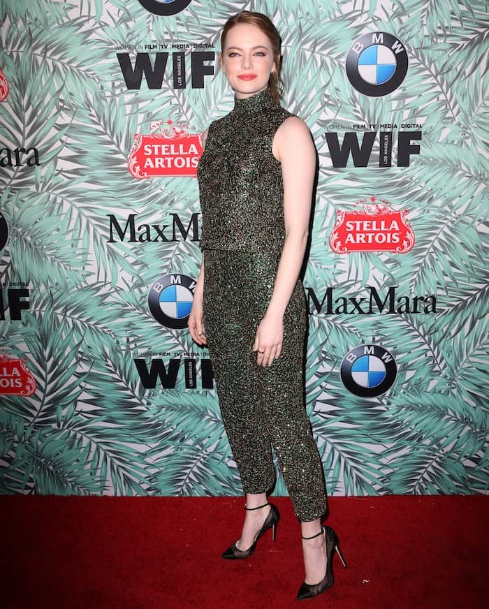 Emma Stone kept the focus on her pantsuit by keeping everything else to a minimum