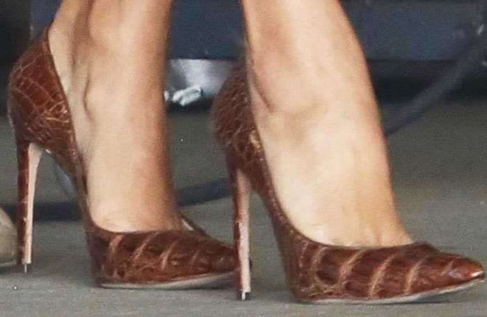 "Eva is back to her sky-high heels with Manolo Blahnik's ""BB"" pumps"