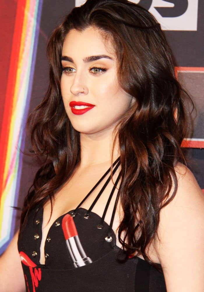 Lauren puts on a vampy red-and-black look