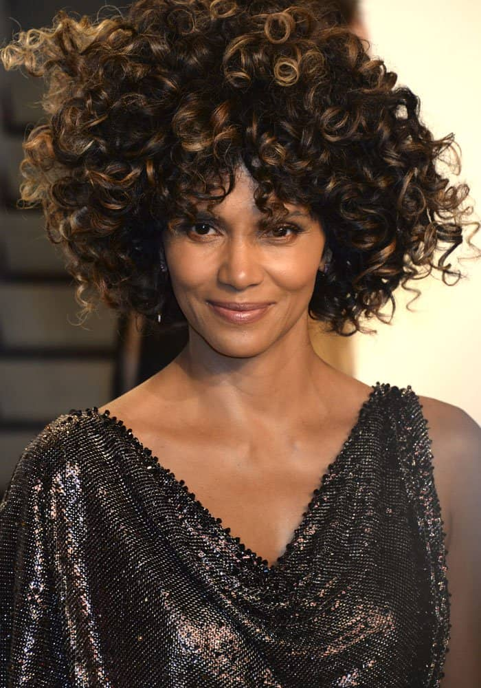 Halle Berry at the 2017 Vanity Fair Oscar Party hosted by Graydon Carter