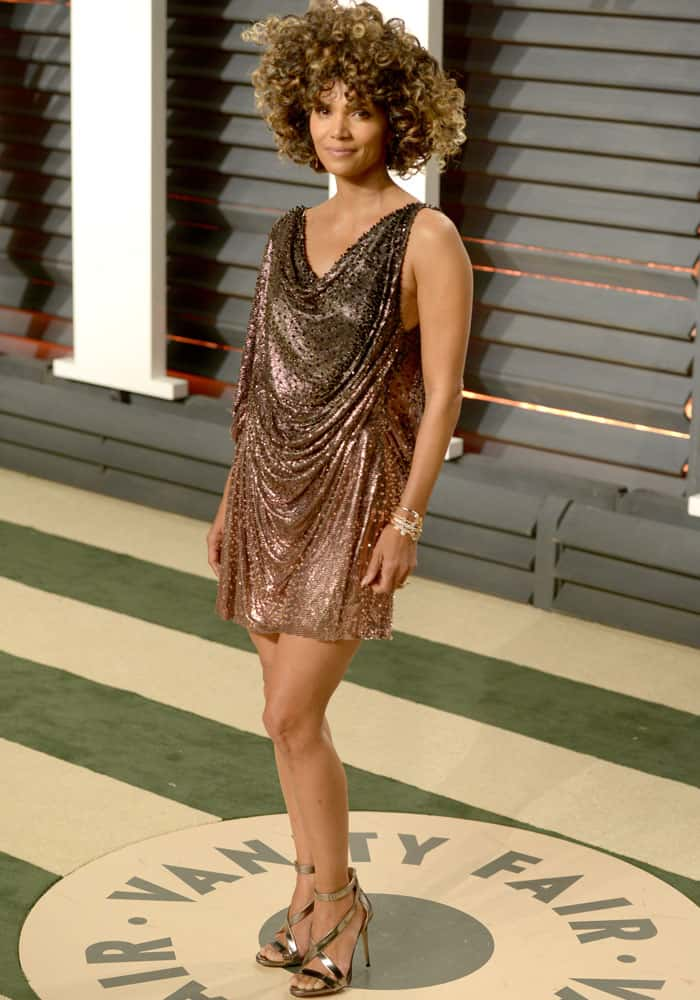 Halle goes natural in her Atelier Versace short dress