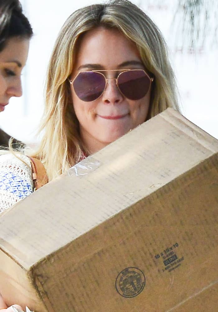 Hilary Duff carries a box in Santa Monica on March 17, 2017
