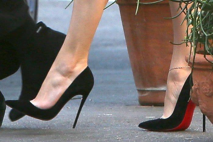 Jennifer Lopez's feet in Christian Louboutin So Kate pumps